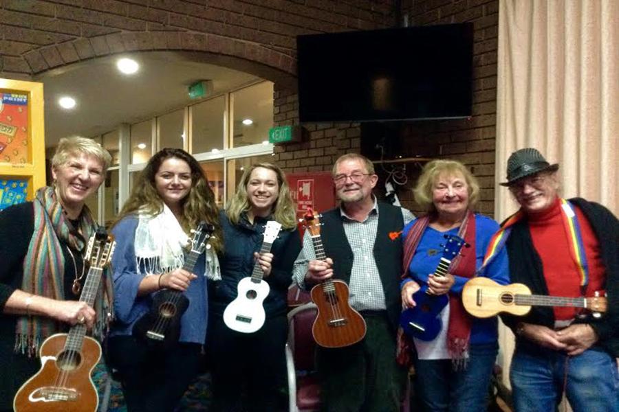 Peninsula Folk Club ukulele night